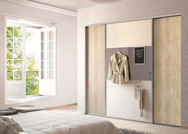 Une déco de porte de placard pour un intérieur classique
